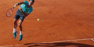 roger-federer-in-action-foro-italico-in-rome-may-2015_t20_Ae23RZ